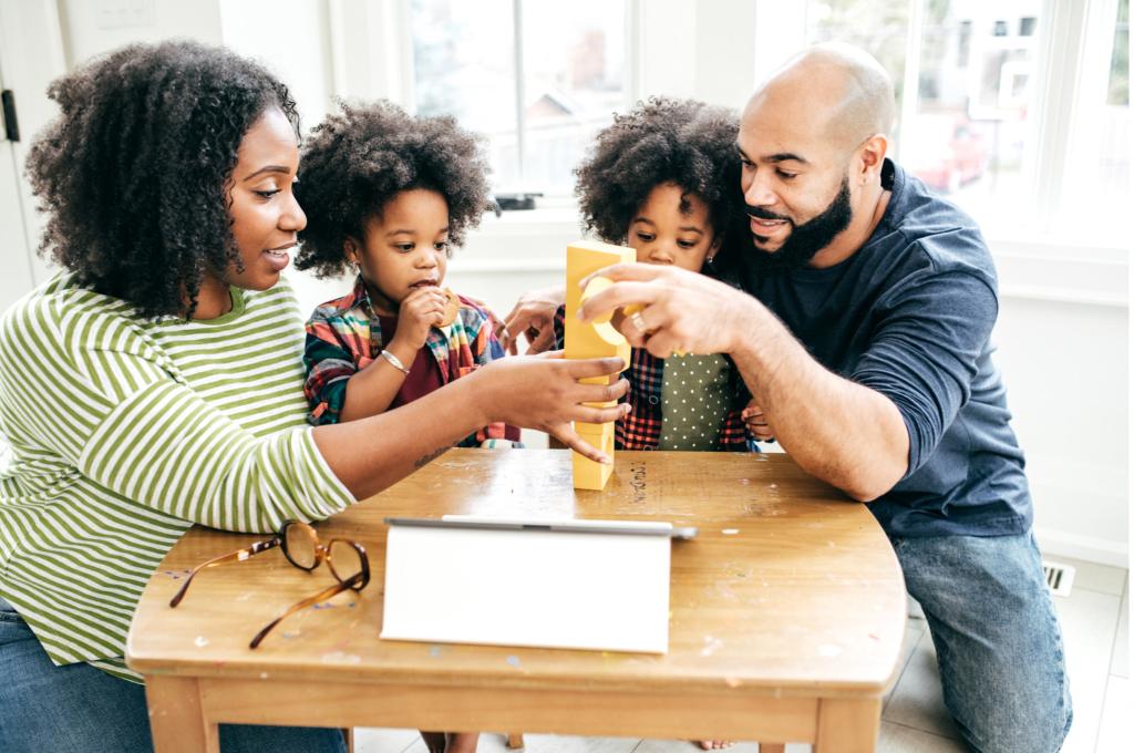 Γονείς ή φίλοι; Τι πρέπει να είμαστε με τα παιδά μας;